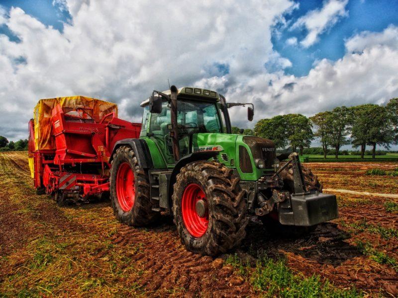 Maszyny rolnicze po zakończeniu sezonu - jak je zabezpieczyć?